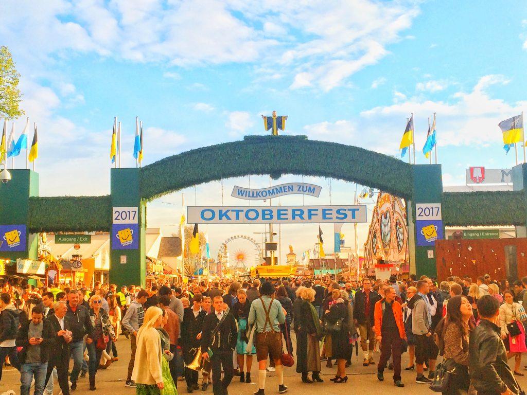 オクトーバーフェスト2017年 ・ オリジナルなミュンヘンの世界樹に大人気なビール祭り